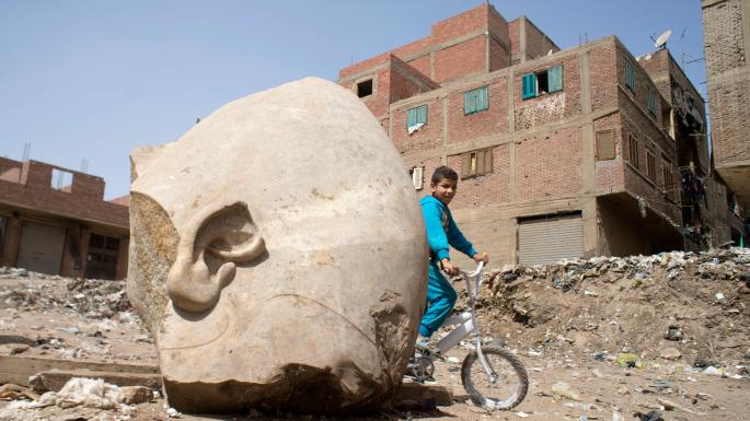 Poor Egyptians dig up homes in search of antiquities